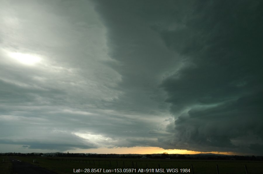 20061215mb26_thunderstorm_wall_cloud_n_of_casino_nsw
