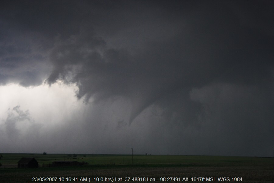 20070522jd108_thunderstorm_wall_cloud_e_of_st_peters_kansas_usa