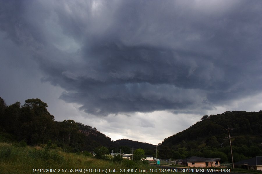 20071119jd21_thunderstorm_wall_cloud_lithgow_nsw