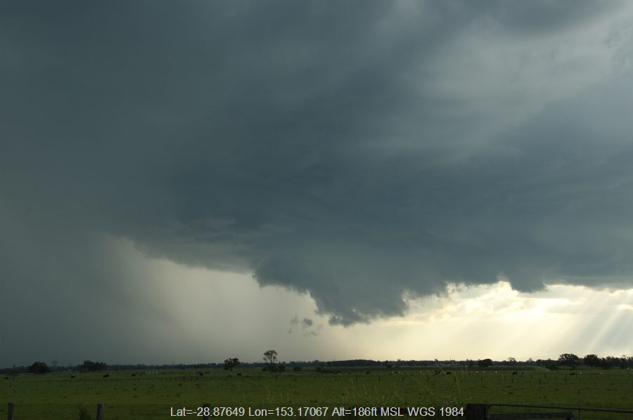 20081210mb32_thunderstorm_wall_cloud_mckees_hill_nsw