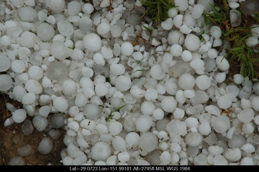 20070210mb27_hail_stones_s_of_tenterfield_nsw