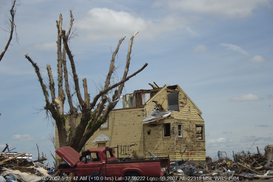 20070525jd007_storm_damage_greensburg_kansas_usa