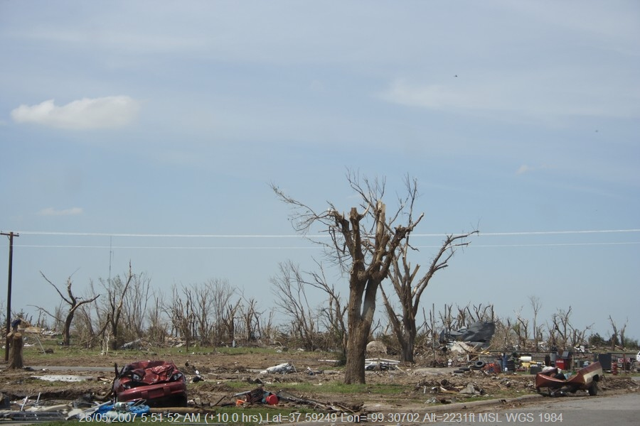 20070525jd097_storm_damage_greensburg_kansas_usa