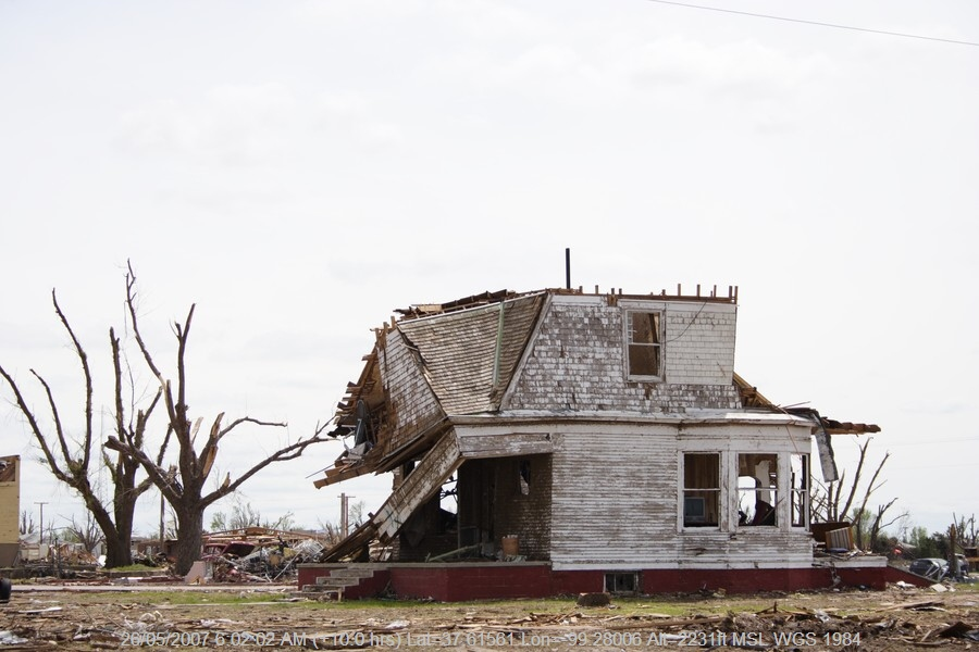 20070525jd140_storm_damage_greensburg_kansas_usa