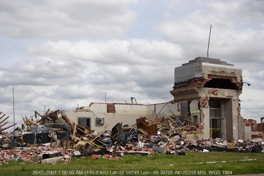 20070525jd294_storm_damage_greensburg_kansas_usa
