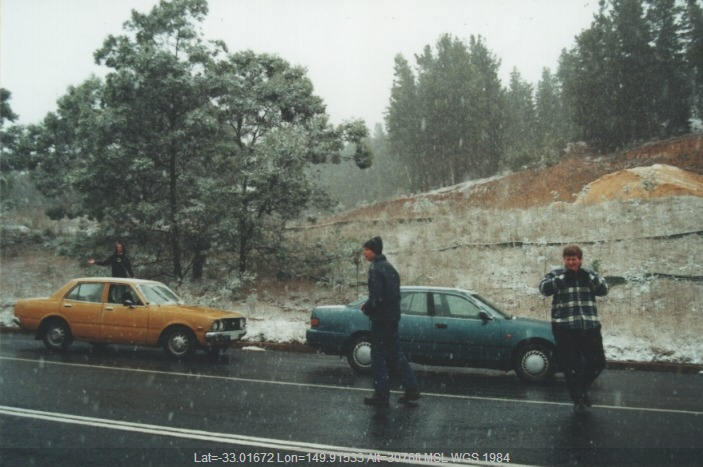 20000727jd01_snow_pictures_cherry_tree_hill_nsw