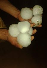 giant_hailstones_on_hand_france_8th_june_2014