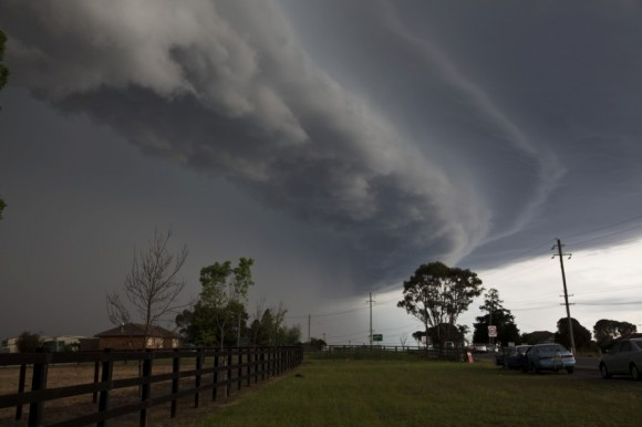Spectacular shelf cloud bowing segment