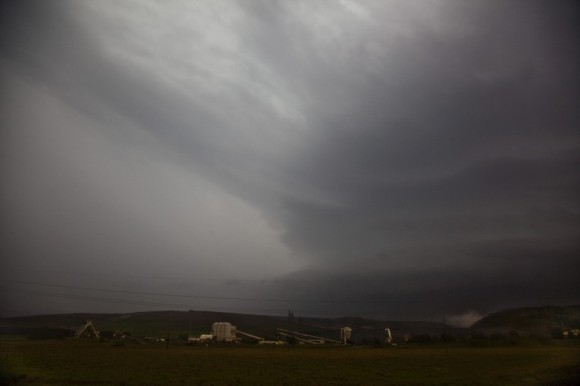 Inflow streamers and striated structure of the supercell