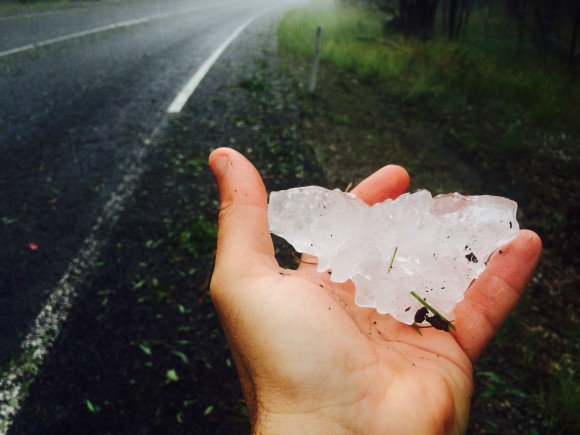 Giant hail 10cm in diameter exceeds the width of my hand