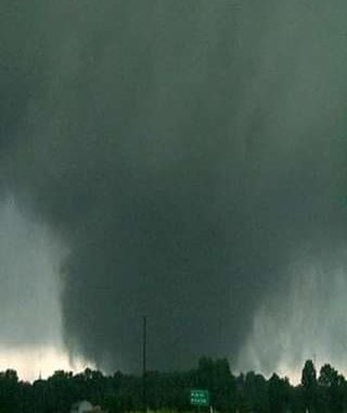 6:28pm Clip of the Canton, TX wedge coming at you !  We had to move to get out o...