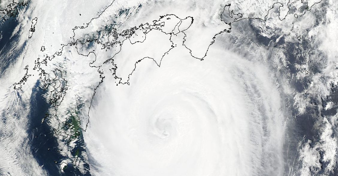 Typhoon Nangka makes landfall over Japan 16 July 2015
