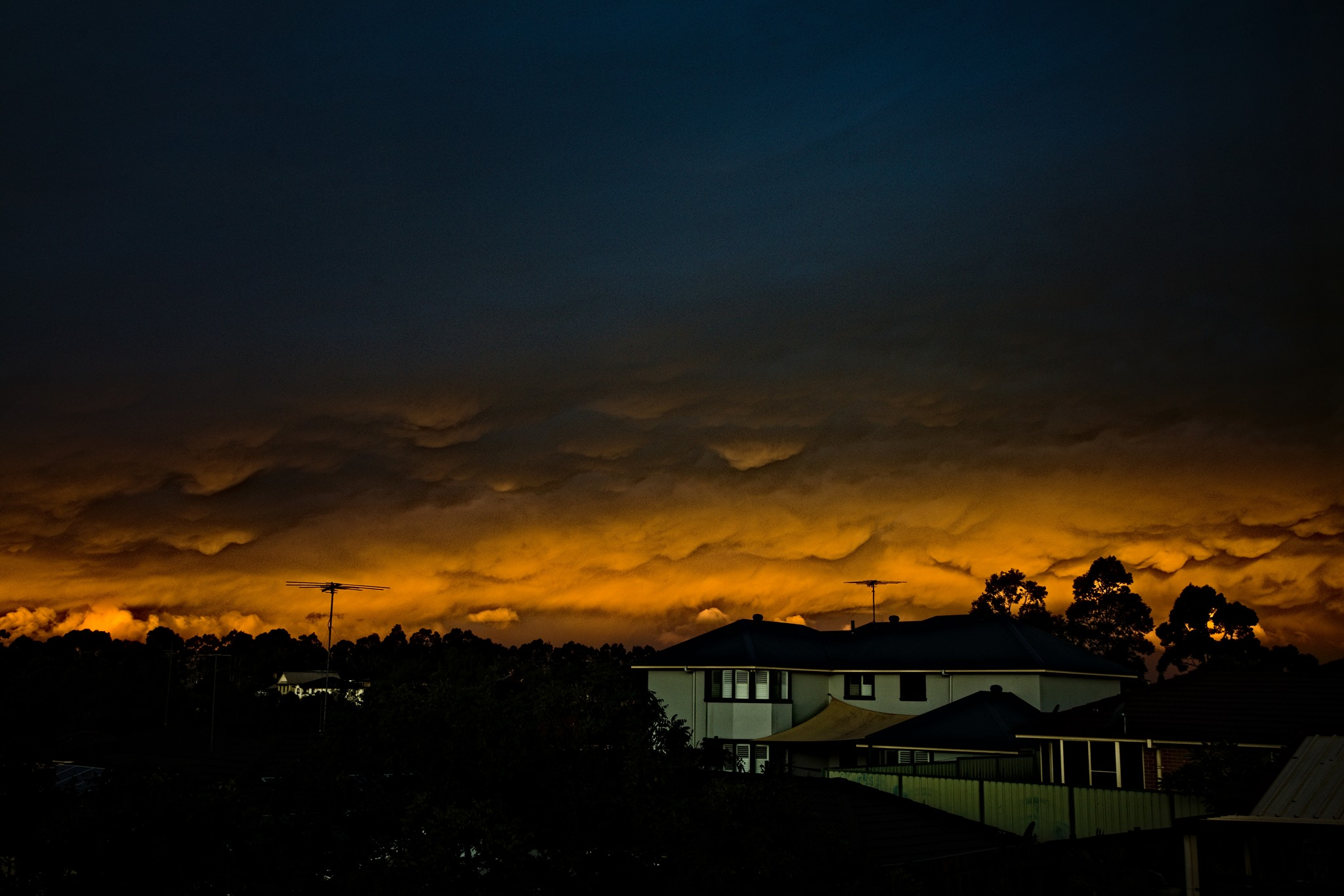 On the 30th April 2020 after the rain band began to clear, mammatus began to sho...