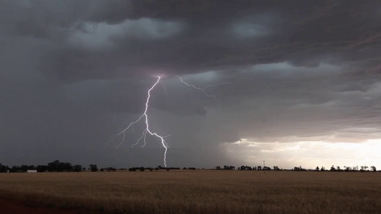 Lightning starts Fire near Temora NSW 27th November 2017